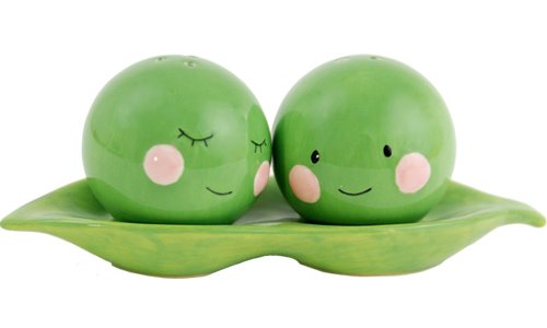 Cute Peas in a Pod Salt 'n' Pepper Shakers