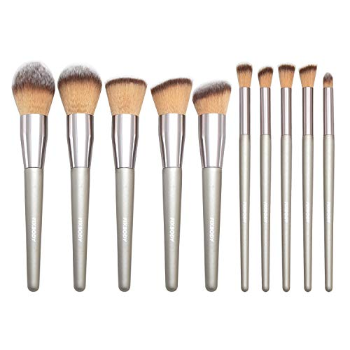 A Handy Set of Makeup Brushes